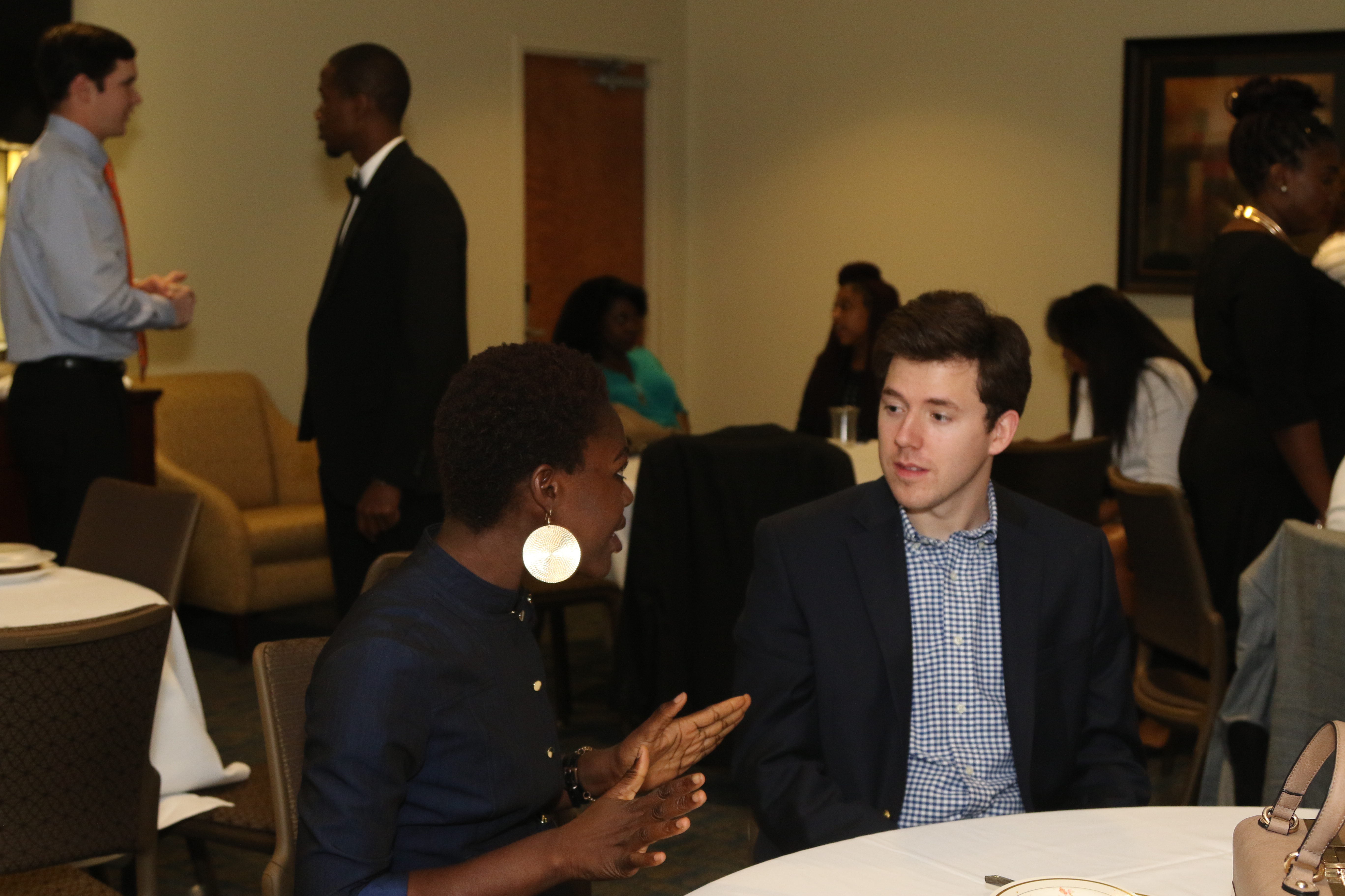 DiCE Fellow Interacting with Current Auburn Graduate Student